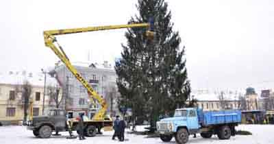On the tree in Chernivtsi hanged two and a half kilometers garlands