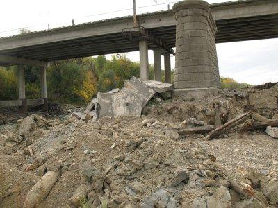 В Черновцах может обрушиться мост