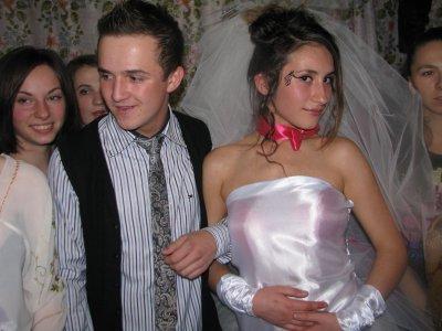 Первокурсников вшутку поженили в общежитии в Черновцах