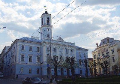 В Черновцах депутаты хотят транслировать сессии с экрана на Ратуше