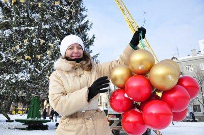 Черновицкую новогоднюю елку украсят два километра гирлянды