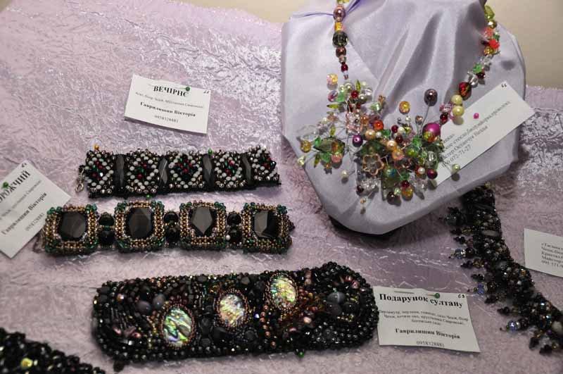 В Черновицком художественном музее открылась ежегодная выставка изделий из бисера и полудрагоценных камней.
