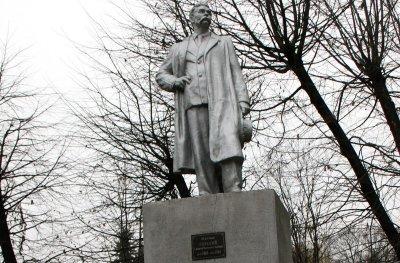 Единственный на Западной Украине памятник Горькому стоит в Черновцах
