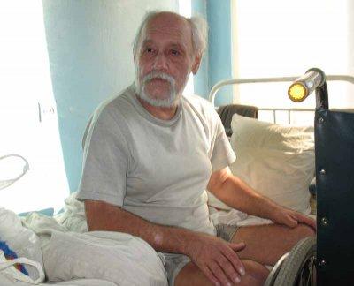 В больнице Черновцов два года живет бездомный