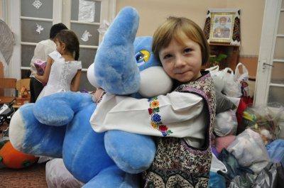Буковинские сироты получили подарки