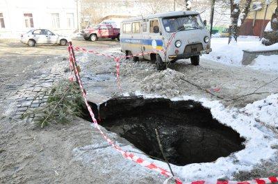 На улице Шевченко провалилось полпути