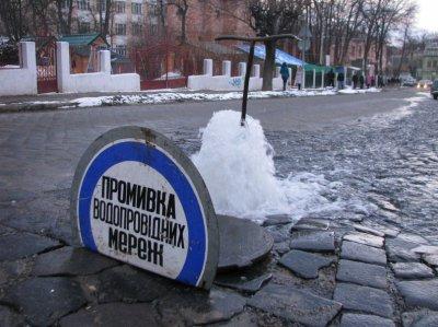 Улица Чапаева в Черновцах превратилась в реку