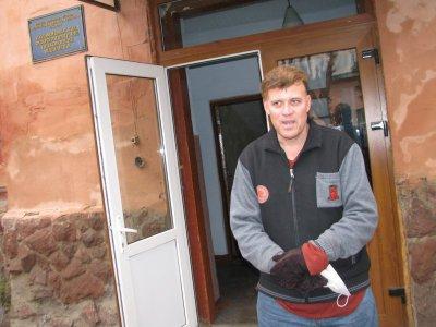 Американца, который в прошлом году бомжевал в Черновцах, пригласили в Голливуд