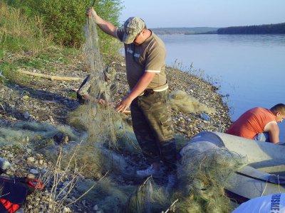Рыбаки собрали на водохранилище 5 километров браконьерских сетей