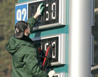 Нефть и золото ощутимо дешевеют