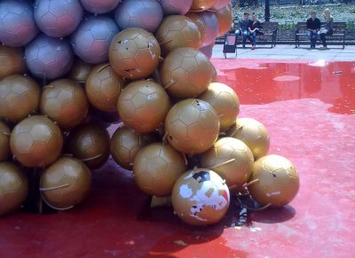 На «Футбольном цветке» в Черновцах уже облезли мячи