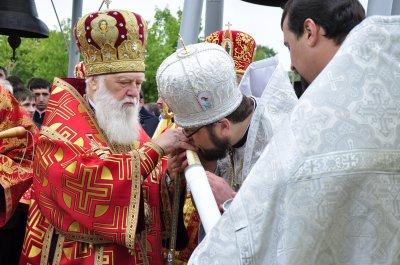 Патриарх Филарет в Черновцах заложил капсулу для строительства церкви