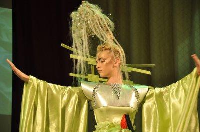 На «Коронации красоты» в Черновцах парикмахеры показали целые спектакли