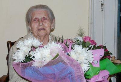 Черновчанка в 102 года не признает лекарств и врачей