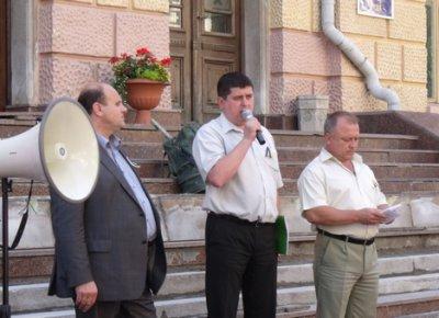В Черновцах сотни людей вышла на защиту украинского языка