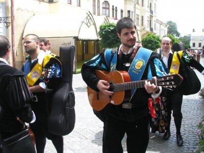 В Черновцы приехали бродячие музыки из Испании