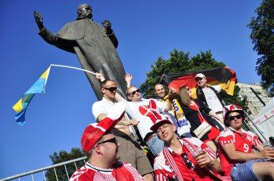 Перед матчем Германии и Дании во Львове состоялся настоящий футбольный праздник