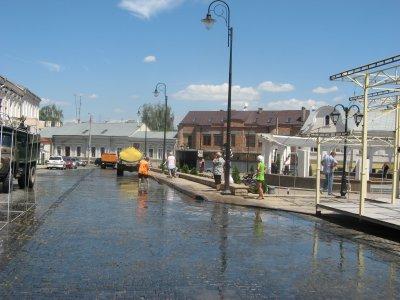Площадь Турецкого колодца моют к ярмарке