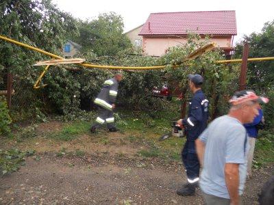 Ураган повредил на Каличанци газовую трубу, а на Калинке - крыши магазинов
