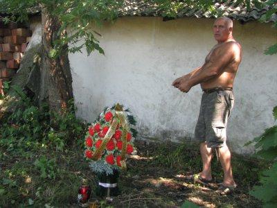 После смерти буковинца молния еще несколько раз попадала в его двор