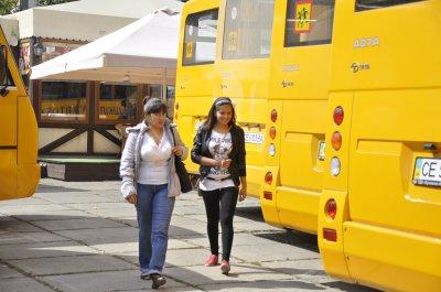 Школам раздали автобусы, но не сказали откуда деньги
