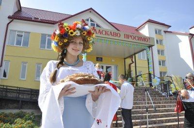 На Буковине открыли школу за 32 миллиона гривен