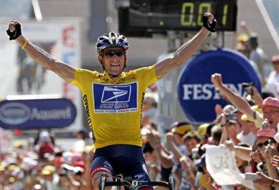 Легендарного велогонщика лишили всех титулов за допинг
