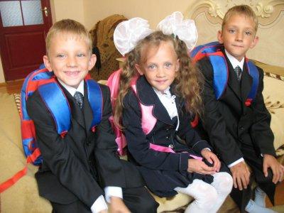 Черновицкая тройня идет в школу