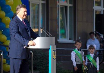 Янукович пообещал педагогам из года в год увеличивать зарплату