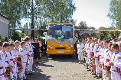 На Буковине ключи от школьных автобусов вручают по второму кругу