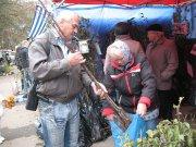 На ярмарке в Черновцах продают саженцы Пипин и фундука
