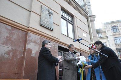 Songwriter & quot; Marichka & quot;  opened a memorial plaque in Chernivtsi