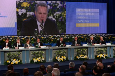 Дмитрий Фирташ созвал работодателей, чтобы спасать экономику