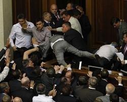 За первые дни работы депутаты повредили имущества на 100 тысяч