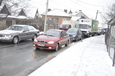 Из-за снега и гололеда в Черновцах на дорогах пробки
