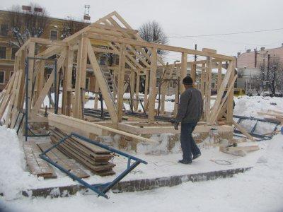 На Соборной площади строят каток и рождественский дворец с вертепом