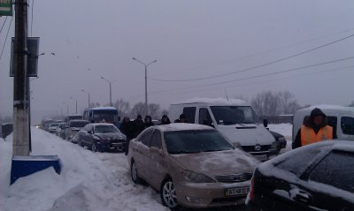 """На  """"Калинки """" нерасчищенными дорогами добираются менее часа"""