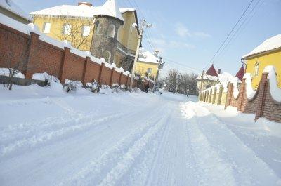 В Черновцах прочистили дорогу даже возле дома губернатора