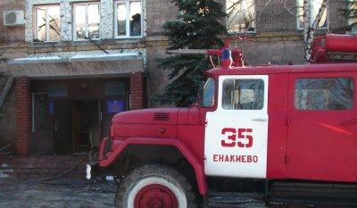 В Енакиево сгорели управления юстиции и исполнительная служба (видео)