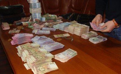 У підприємця на Калинці вилучили цінностей і валюти на три мільйони