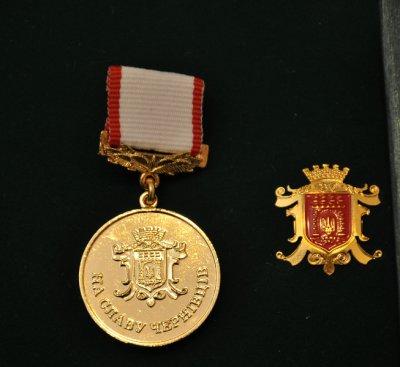 Проректора ЧНУ и бывшего председателя райсовета наградят медалями