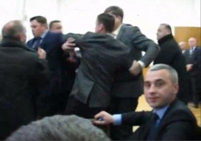"""На Тернопольщине нардеп от """"Свободы"""" избил заместителя губернатора (видео)"""