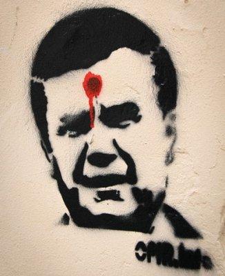 """Граффитчиков дали год колонии за """"Януковича с точкой на лбу"""""""