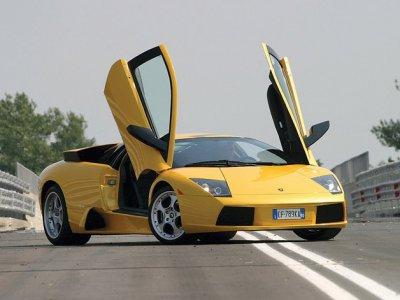 В Дубае полицейские будут патрулировать город на Lamborghini