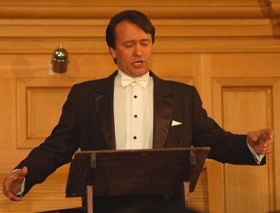 Буковинского певца Ивана Дердо наградили в Москве золотым знаком