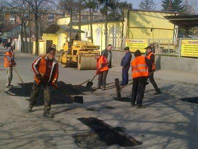 Улицы в Черновцах латают всего три бригады