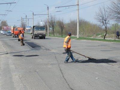 Чиновники хвастаются ремонтом дорог, а водители жалуются