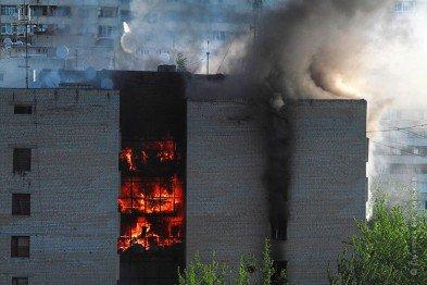 В Харькове горела девятиэтажка. Трое человек погибли, более 100 эвакуированы (видео)