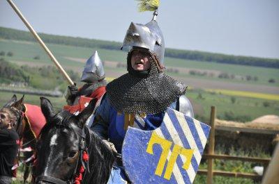 В жарком Хотине рыцари в тяжелых металлических доспехах сражались на лошадях