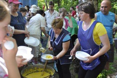 На фестивале березового сока угощали Березовка, мамалыгой и салом